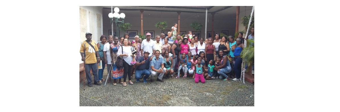 Displaced Afro-Colombian community in Cali holds meeting to analyze the situation of the peace process in Colombia.
